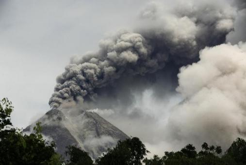 Eruptia vulcanului Merapi