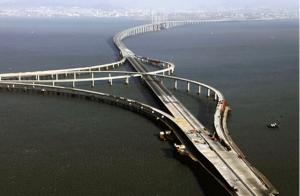 Jiaozhou Bay (cel mai lung pod situat pe mare)