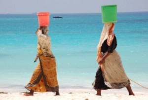 Kwenda-beach-women-bucket-balance