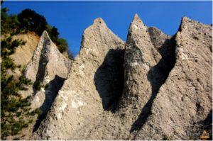 piramide de pamant slatioara